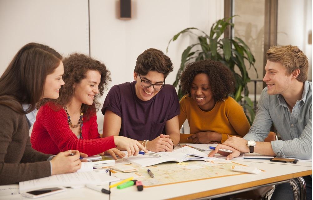Языковые курсы в доме преподавателя по программе Home Language International (HLI)